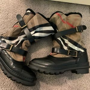 Burberry classic slouch buckle boots 100%Authentic